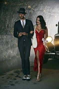 Kelly Brook appears in the new Lawson music video dressed in an alluring, Jessica Rabbit style outfit. The Model and actress looked a vision in a vintage red dress Cute Couple Halloween Costumes, Halloween Outfits, Jessica Rabbit Costume, Jessica Rabbit Halloween, Jessica Rabbit Dress, Harlem Nights Theme, Vintage Red Dress, Kelly Brook, Halloween Disfraces