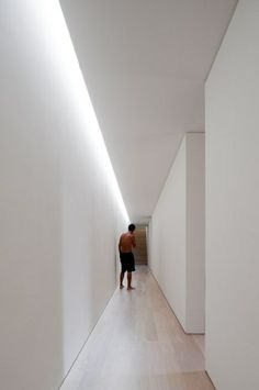 Indirect lighting on the ceiling: 68 great photos! Indirect lighting on the ceiling: 68 great photos! Corridor Lighting, Indirect Lighting, Linear Lighting, Interior Lighting, Home Lighting, Lighting Design, Led Recessed Ceiling Lights, Led Ceiling, Ceiling Light Design