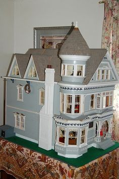 One day I would like a 19th century dollhouse - an English Regency dollhouse and/or a Victorian dollhouse.Then hunt for furniture and embellishments to decorate it.