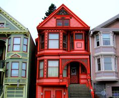 Whoever painted this house wanted to make sure that his visitors could find him. A red Victorian row house in San Francisco, California. Colour Architecture, Victorian Architecture, Victorian Style Homes, Victorian Decor, San Francisco California, Mission District San Francisco, Second Empire, Cottage, Woman Painting