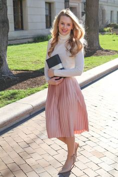Dusty rose pleated midi skirt from @Topshop paired when simple and classic neutral pieces for a feminine and soft look.