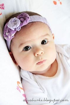 Coiffure petite fille : bandeau pour les cheveux parme et violet, petites fleurs en tissu