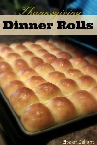 Thanksgiving Dinner Rolls on MyRecipeMagic.com are perfect for your Thanksgiving dinner #dinner #rolls