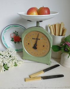 Check out this item in my Etsy shop https://www.etsy.com/uk/listing/536800625/wonderful-vintage-kitchen-scales