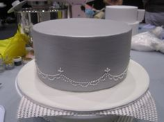 How to apply a luster finish to your cake