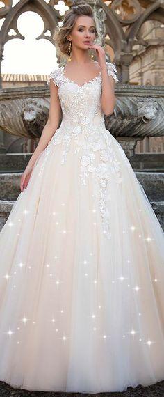 NEW! Fashionable Tulle V-neck neckline Natural Waistline A-line Wedding Dress With 3D Lace Appliques