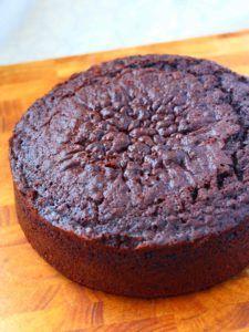 Nyt se löytyi! Nimittäin niin ihana suklaakakkupohja, ettei tosikaan! Ihanan suklainen, kostea, mehevä, pehmeä, ja kaikkea mitä voi suklaakakk…