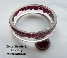 Armband en cabochon van Resin (giethars) gemaakt met de artikelen van Xitin Beads Jewelry Bracelets, Bangles, Beads Online, Resin Ring, Or, Rings, How To Make, Objects, Figurine