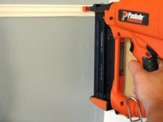 Thin molding and paint are used to give the illusion of high-end crown molding. This is a simple way to enhance one-piece molding and make it look like three-piece molding. Faux Crown Moldings, Diy Crown Molding, Moldings And Trim, Moulding, Woodworking Guide, Custom Woodworking, Woodworking Projects Plans, Crown Molding Installation, Family Room Decorating