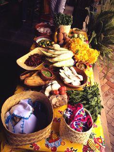 Mesa de ingredientes  precolombinos del Gastrotour de hoy 29 de mayo