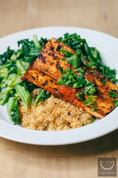 Kale, Quinoa and Grilled Tofu with Chimichurri Sauce Kale Recipes, Raw Vegan Recipes, Entree Recipes, Whole Food Recipes, Healthy Recipes, Vegan Food, Grill Recipes, Vegan Meals, Vegetarian Main Dishes