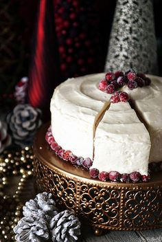 a crazy good tart and sweet cranberry cake! Noel Christmas, Christmas Desserts, Christmas Treats, Victorian Christmas, Pink Christmas, Christmas Wedding, Cupcakes, Cupcake Cakes, Holiday Baking