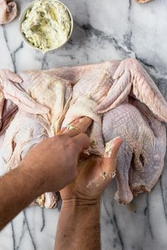 how to spatchcock a turkey & roast a turkey this thanksgiving! a miracle method for roasting your thanksgiving, friendsgiving, or holiday dinner turkey. Fresh Turkey, Frozen Turkey, Whole Turkey, Roasted Carrots, Roasted Turkey, Yummy Chicken Recipes, Turkey Recipes, Basting A Turkey, Perfect Roast Turkey