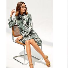"""db983daab PERTEGAZ on Instagram: """"Vestido con el estampado exclusivo de la colección  en tonos verdes. ⠀ ⠀ ⠀ ⠀ #pertegaz #modamujer #modafemenina #womenswear ..."""