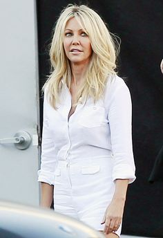 Heather Locklear looks like she could be Amanda Byne's mother, especially in this pic!