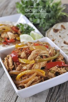 These slow cooker chicken fajitas are sure to be a winner! - Tap to get other chicken slow cooked recipes Crock Pot Slow Cooker, Crock Pot Cooking, Slow Cooker Chicken, Slow Cooker Recipes, Crockpot Recipes, Chicken Recipes, Cooking Recipes, Healthy Recipes, Crock Pot Chicken Fajitas