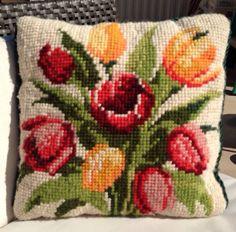 Tulipanes bordado almohada