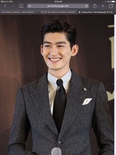 Zhang Han - Sharing from Virtual Voyage blog, my new favorite blog to go to for info on Chinese dramas, just need to find a site now that shows them (and a Thai ones) in English so I can see my fav actors! :)