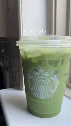 Mint Green Aesthetic, Aesthetic Colors, Aesthetic Food, Aesthetic Coffee, Bebidas Do Starbucks, Starbucks Drinks, Sage Green Wallpaper, Matcha Drink, Matcha Iced Latte