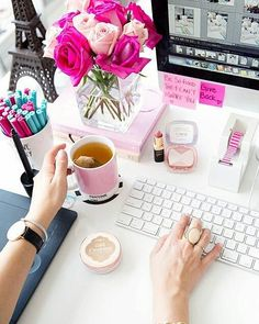 This desk is giving me MAJOR #springtime vibes. I'm in love!!  {: @annawithlove} #fresh flowers #pink #roses #coffee #desktop #officedecor  #pinkroses #tea #pantone #sugarluxeshop sugar luxe shop