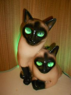 1954 Siamese cat tv lamp. My granmother has this she used to always keep it in the dark hallway. we had to pass it to get to the bathroom, and it scared the wits out of all of us grandkids!  ok, so it still creeps me out. HA!