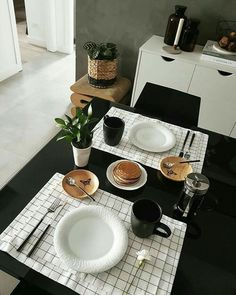 Read more aboutdinner table decorations ideas Check the webpage to find out more. Brunch Mesa, Decorating Bookshelves, Table Setting Inspiration, Dinning Table, Deco Table, Decoration Table, Home Decor Bedroom, Diy Crafts To Sell, Kitchen Decor