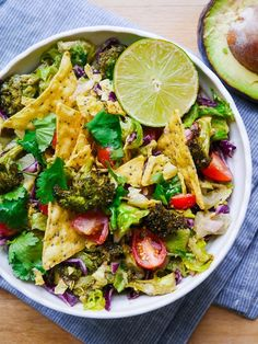 Roasted Broccoli and Guacamole Salad - all the creamy deliciousness of guacamole mixed with roasted broccoli and salad greens! (gluten free, dairy free, vegan friendly)