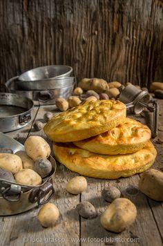 Ciao a tutti! Oggi è la Giornata nazionale della Focaccia di Patate  per il Calendario del Cibo Italiano  creato da Aifb  e la nostra amba...