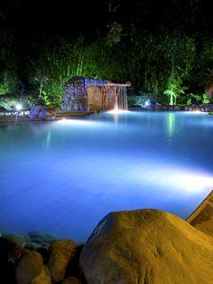 Sumérgete en la #piscina y deja  que el estrés se aleje de ti, ven y #relájate en #ArasháResort. #Ecuador