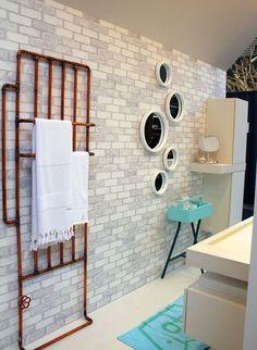 Quick-Step Laminate Flooring - Impressive Ultra 'White' (IMU1859) in a trendy bathroom. To find more bathroom inspiration, visit our website: https://www.quick-step.co.uk/en-gb/room-types/choose-the-perfect-bathroom-flooring #salledebains #badkamer