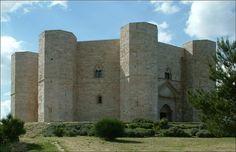 Castel del Monte, la unión exquisita de la Geometría y la Astronomía, y ¡cómo no!: el octógono.   Matemolivares