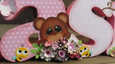 Nome em MDF decorados com a técnica de scrapdecor, scrapbook, papéis de scrapboook, flores,laço,borboleta, ursinho, abelha,rosa, marrom.