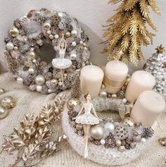 Christmas Centerpieces, Christmas Decorations, Holiday Decor, Winter Christmas, Christmas Wreaths, Ornament Wreath, Ornaments, Advent, Holiday Wreaths