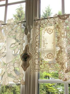 Couldn't be simpler, or more beautiful! vintage linens as window treatment Lace Window, Bay Window Curtains, Tier Curtains, Lace Curtains, Window Coverings, Window Treatments, Shabby Chic, Vintage Curtains, Curtain Designs