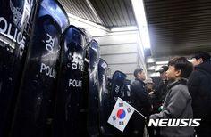 서울 광화문 촛불집회 경찰과 시민들 대치를 보니..