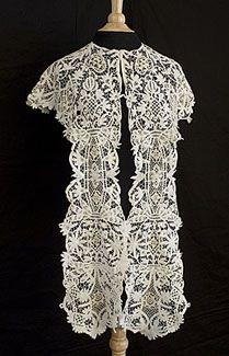 Mixed Irish lace/Battenberg lace pelerine (shawl), circa 1900. Made from hand-assembled Battenberg lace with inserts of Irish crocheted lace.