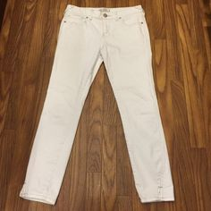 Free People low rise white skinny jeans Free People low rise white skinny jeans. Size 27.  Mint condition.  Rise 8.5 in.  Inseam 25 in Free People Jeans Skinny
