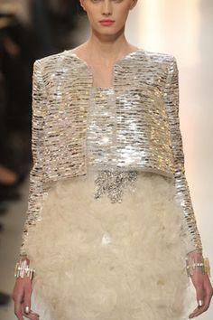 Me gusta la idea de la chaqueta con una falda más lisa. Chanel