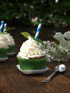 Hugo schmeckt nicht nur als Getränk, sondern auch als Cupcake - jetzt auf http://kochen.gofeminin.de/rezepte/rezept_hugo-cupcakes_327553.aspx  #cupcake