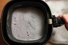 Maak je Philips Airfryer schoon met deze schoonmaaktips. Snel en makkelijk Airfryer binnenpan, mandje en grillelement schoonmaken. Lees het advies. Multicooker, Air Fryer Recipes, Good To Know, Food And Drink, Fitbit, Cleaning, Home Cleaning