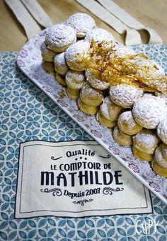 La Croquembûche !!! ça vous tente une pièce montée de choux super gourmande façon bûche de Noël ??  La recette c'est par ici sur mon blog CUPY les amis ! :D  De succulents petits choux garnis d'une ganache montée avec le caramel fleur de sel de Guérande en vente au Comptoir de Mathilde de la ville de Tours ! :D  #recette #buche #noel #buchedenoel #choux #caramel #cupy #recipe #cuisine #dessert #fete #idee #idea #food #foodie #originale #facile