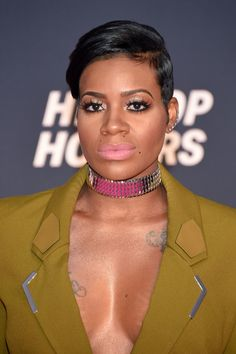 Fantasia Barrino Short Side Part - Fantasia Barrino sported a neat short 'do at the VH1 Hip Hop Honors.