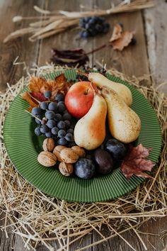 Indiferent de anotimp fructele sau micile gustări sunt preferatele casei iar pentru a fi la îndemână serveștele pe platoul GREEN LUCE! #platou sticla # #bol decorativ #bol sticla Food, Essen, Meals, Yemek, Eten