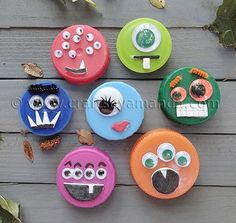 Monstrous Lids are spooky, kooky kids' Halloween crafts and great recycled kids crafts for any occasion. Decorate these lids to add to other craft projects, or just to have a silly monster in your pocket! Manualidades Halloween, Halloween Crafts For Kids, Halloween Fun, Crafts To Make, Kids Crafts, Craft Projects, Arts And Crafts, Preschool Halloween, Craft Ideas
