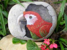 PedraBrasil: Pedras pintadas Pebble Painting, Pebble Art, Stone Painting, Painting & Drawing, Rock Painting, Stone Crafts, Rock Crafts, Rock And Pebbles, Hand Painted Rocks