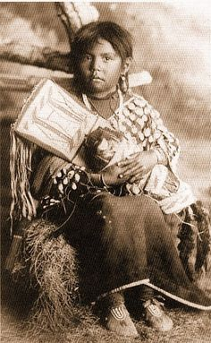 Crow girl - no date - Native American by jayne Native American Children, Native American Beauty, Native American Photos, Native American Tribes, American Indian Art, Native American History, Navajo, Nativity, Sioux