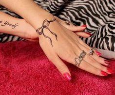 hands-red-nails-tattoo-wrist-tattoo-Favim.com-514327_thumb.jpg (240×200)