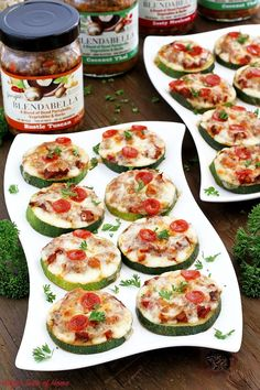 These little Zucchini Mushroom Pepperoni Mini Pizza Appetizers are so flavorful. Delicious appetizers are always a crowd-pleasing food. Guest really appreciate the thoughtfulness of catering to their hunger even before the main course arrives. Best Party Appetizers, Pizza Appetizers, Healthy Appetizers, Delicious Appetizers, Appetizer Recipes, Kid Friendly Appetizers, Healthy Recipe Videos, Healthy Dinner Recipes, Easy Dinner Recipes