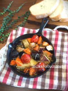 スキレットでアツアツ!ホクホク!野菜のオイルコンフィ by SHIMA / 話題のスキレットを使った簡単!節約!お洒落なレシピです普段使いのお野菜達が大変身!使いづらいちょこっと残ったお野菜でもアレンジできます。ローズマリーとガーリックの香りもよくアツアツなのでシンプルな味付けでも抜群に美味しいです♪おつまみにもオススメです / ナディア
