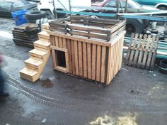 Dog house made from pallets!  -  Why did I get rid of all those pallets again????